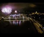 Hallgasd meg az ünnepi tűzijáték zenéjét