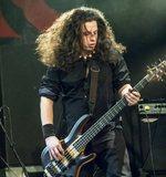 Teljes jogú tag lett a basszusgitáros