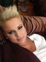 Rossz hírt közölt a Rising Star énekese