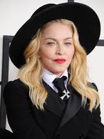 Brit Awards 2015: Hatalmasat bukott Madonna a színpadon! Videókkal