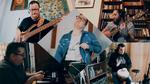 Ébressz fel! – Karanténmuzsika Kertész Ivántól és zenekarától